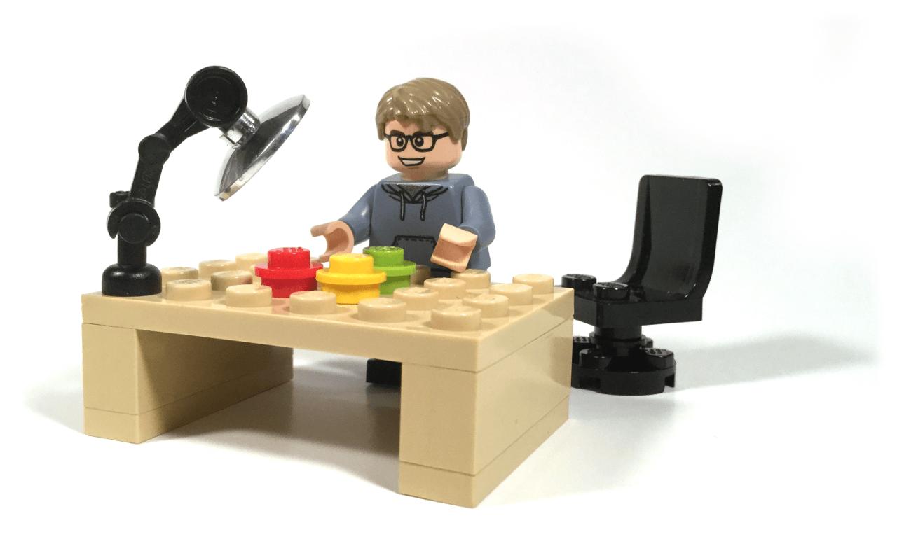 Minifig at Desk